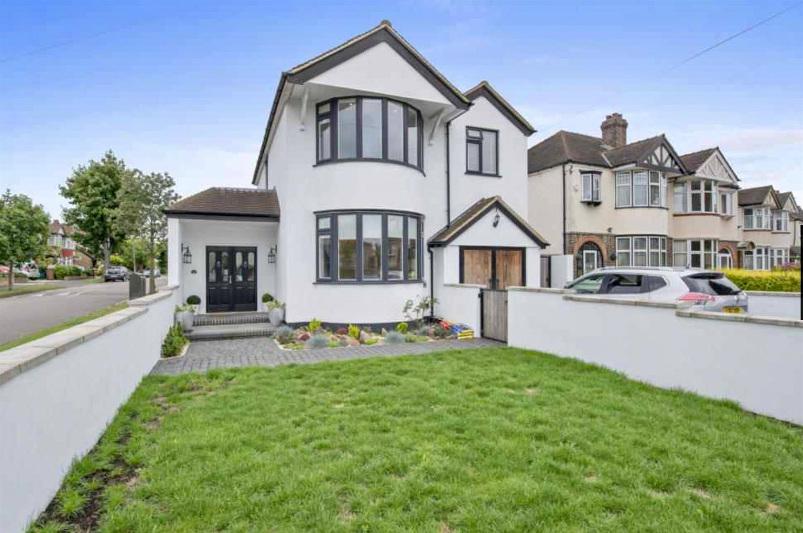 4 Bedrooms House for sale in Ruskin Drive, Worcester Park,KT4